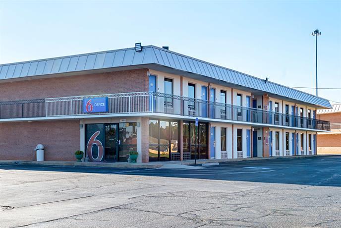 Motel 6 Perry GA