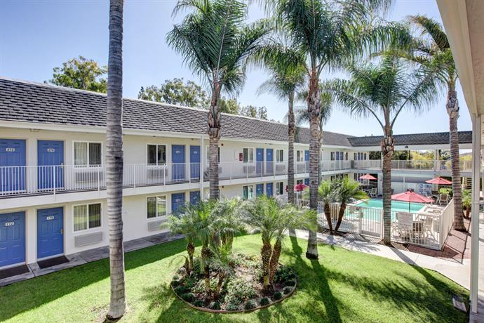 Motel 6 Westminster North - Compare Deals