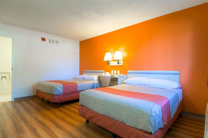 Motel 6 Palm Springs - Rancho Mirage - Compare Deals
