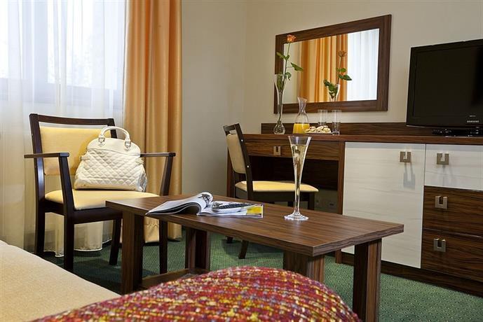 hotel viktor bratislava compare deals. Black Bedroom Furniture Sets. Home Design Ideas