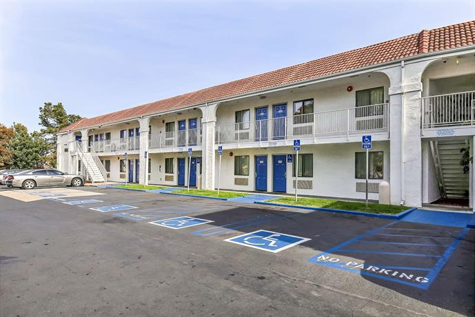 Motel 6 Pinole