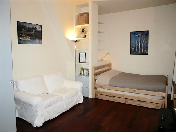 Paris center charming flat at musee d 39 orsay 30m2 compare for Flat hotel paris