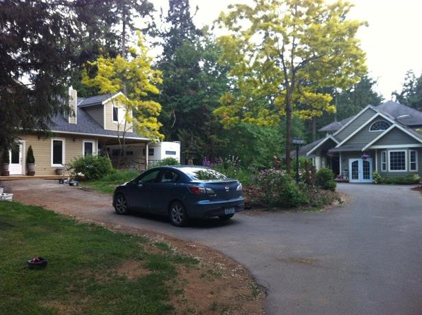 Country Garden Cottage Near Ocean Sidney Butchart North Saanich Compare Deals
