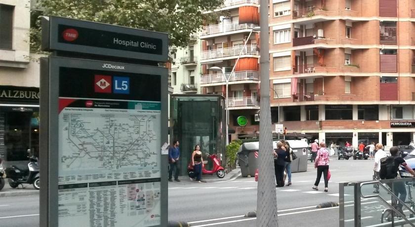 Apartment paris barcelona compare deals for Hotel paris barcelona