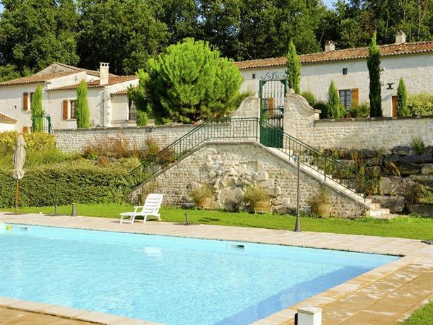 Apartment le coche saint preuil saint preuil compare deals for 2720 hotel terrace drive