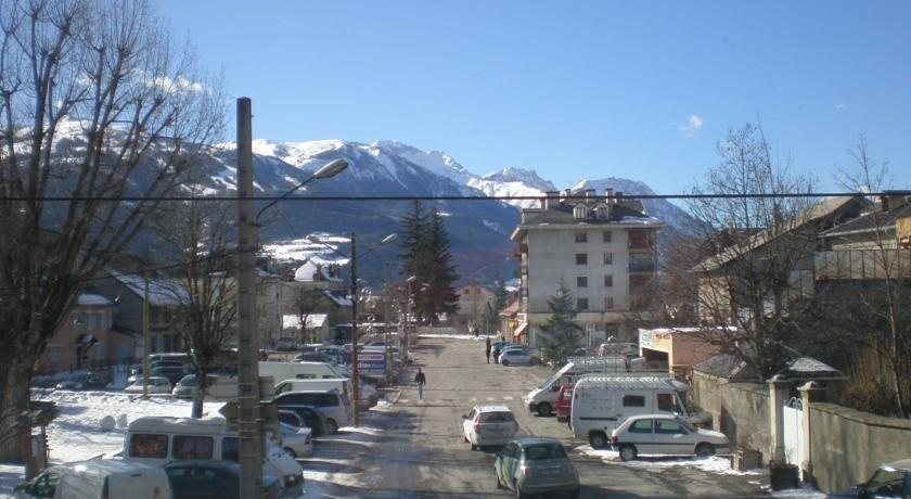 Appart hotel de la paix barcelonnette compare deals for Appart hotel la maison des chercheurs