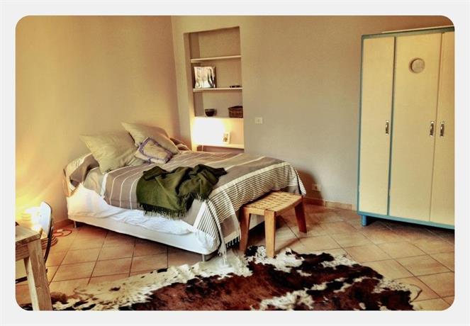 Small apartment in the navigli area milano confronta le for Boutique hotel milano navigli