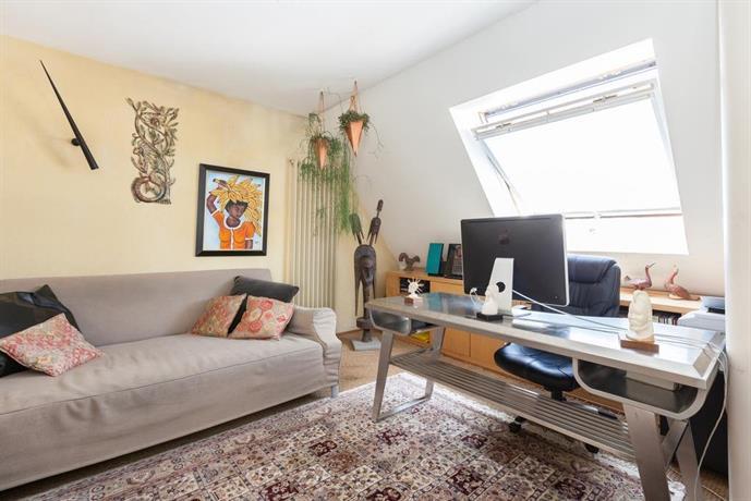 chambre d 39 hotes little indonesia strasbourg compare deals. Black Bedroom Furniture Sets. Home Design Ideas