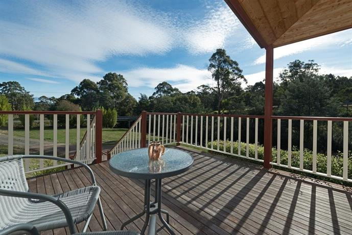 Crabtree riverfront cottages grove compare deals for Kingston swimming pool tasmania