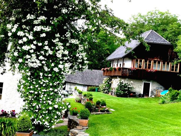 Cottage am Waldrand gelegen