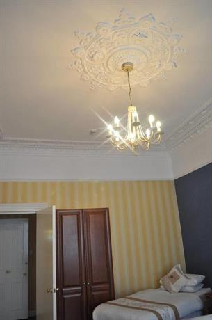 Allison Executive Lets Apartment Glasgow  Compare Deals. Radisson Royal Hotel. H10 Lanzarote Princess Hotel. Dunhallin House. URBN Hotels. Tianjin Junhui Jianguo Hotel. Waratah Lodge. Jingyi Hotel. 25 On The Terrace