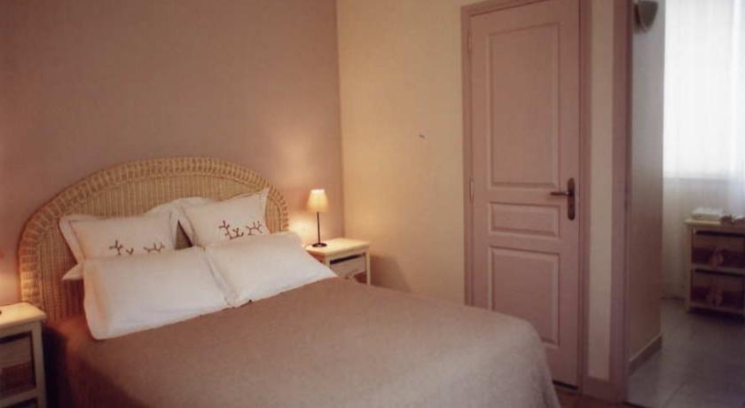 Chambres d 39 hotes la raspeliere cabourg compare deals for Chambre hote cabourg