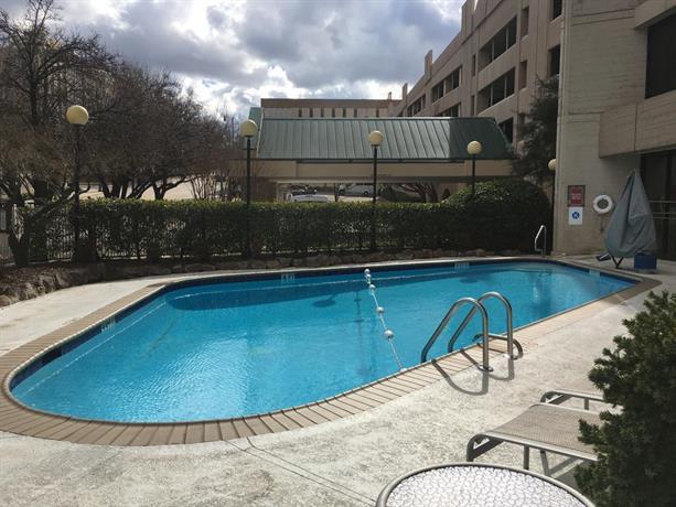 Hilton Birmingham at UAB - Compare Deals