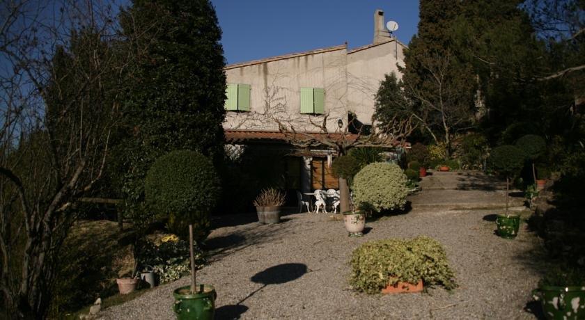 La maison sur la colline carcassonne compare deals for Maison sur colline