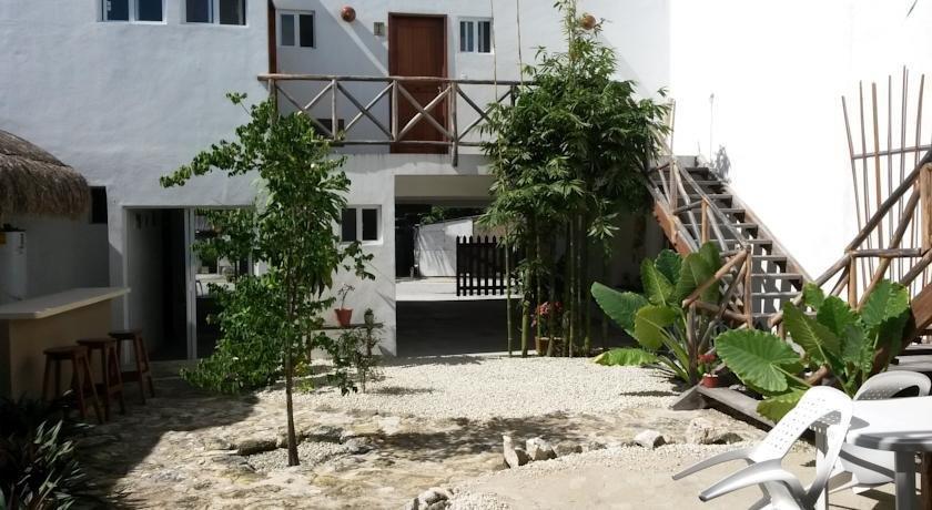 Hostal jardin mahahual for Hostal jardin