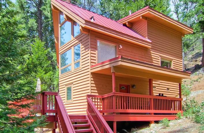 Red Fox Retreat 2BR 2BA Tri-Level Home