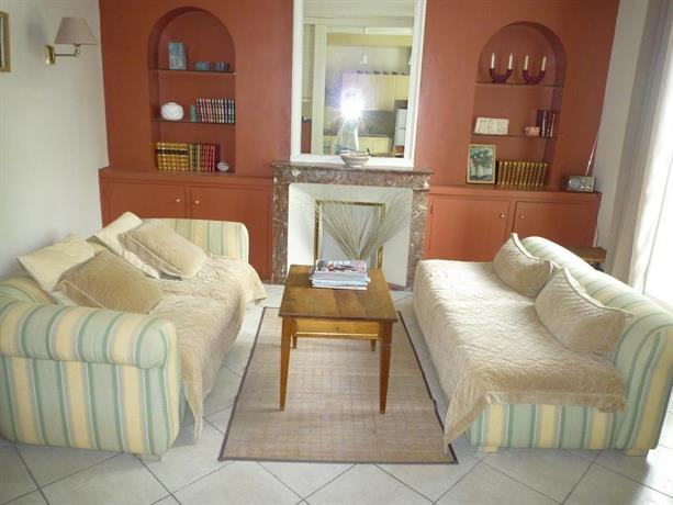 Apartment maison fanjeaud pezenas compare deals for Apart hotel maison