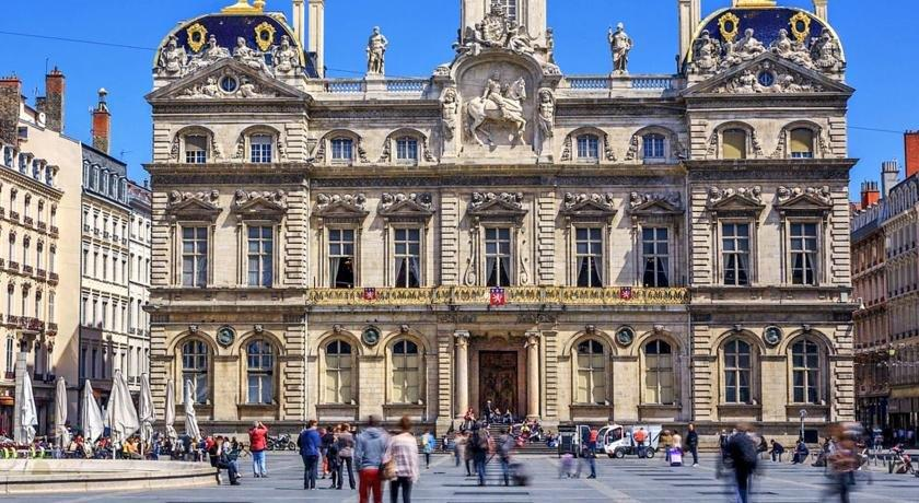 Appart coeur de lyon hotel de ville opera compare deals for Appart hotel lyon 9
