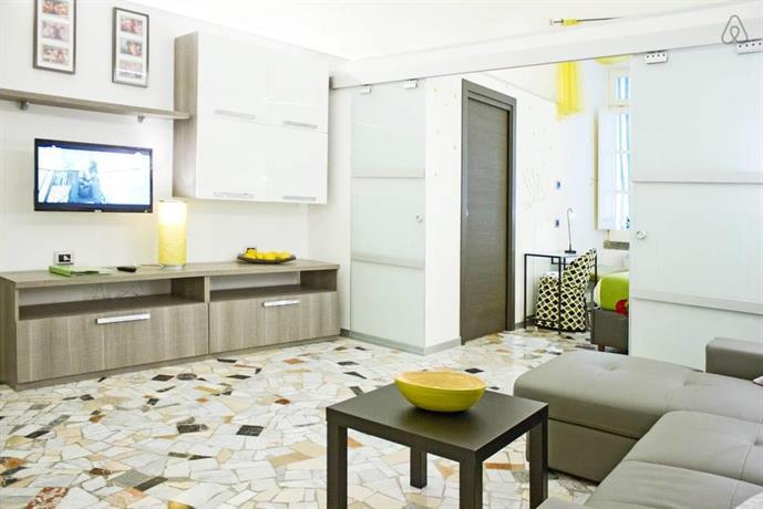 Historical design loft naples compare deals for Design hotel naples italy