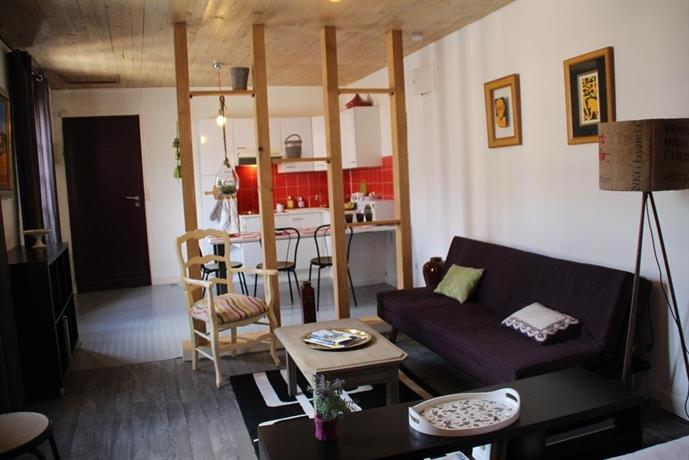 Une chambre en ville saintes compare deals for Une chambre en ville
