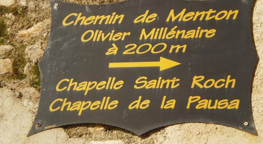 Chambre d 39 hotes village de roquebrune cap martin compare for Chambre d hotes nice