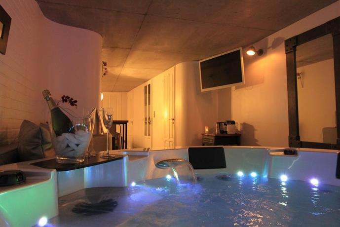 Chambres d 39 hotes le comptoir industriel lille compare deals - Chambre avec jacuzzi normandie ...