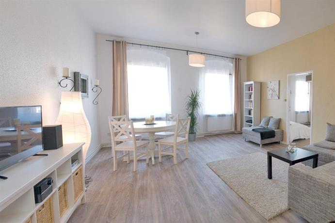 badstrasse apartments berlin compare deals. Black Bedroom Furniture Sets. Home Design Ideas