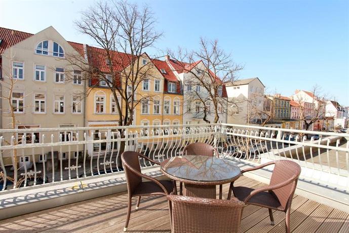 Ferienwohnung warnemunde in der stadtvilla l td compare for Warnemunde appartements