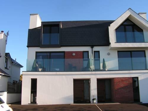 Red sails bed and breakfast portstewart compare deals for Hotels near portrush with swimming pool