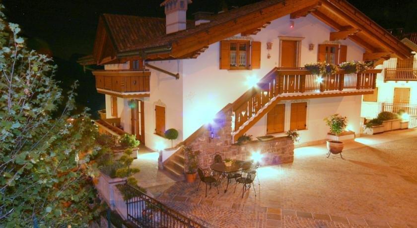 Villa la dama del lago molveno compare deals for Hotel villa del lago