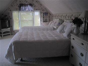 The Albee Farm Bed & Breakfast