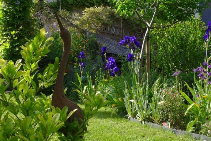 Monts petit jardin jou l s tours comparer les offres - Petit jardin culinary arts tours ...
