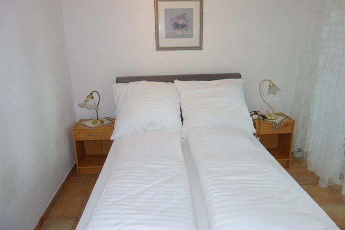 Tolstov-Hotels Big 2 Room Rorstrasse Apartment