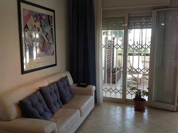 Montecarlo residence apartment santa marinella confronta for Soggiorno a montecarlo