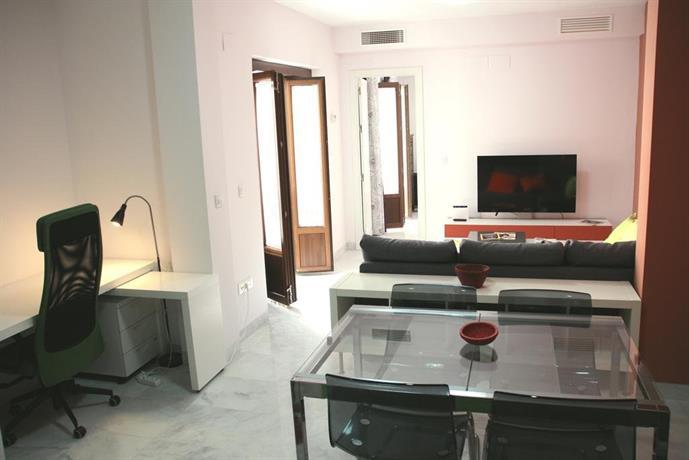 Apartment francos seville compare deals for Appart hotel seville