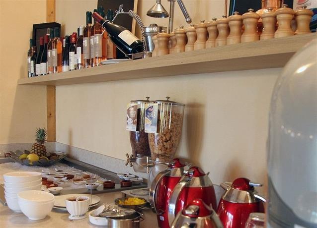 Manosque Bar Restaurant Lounge