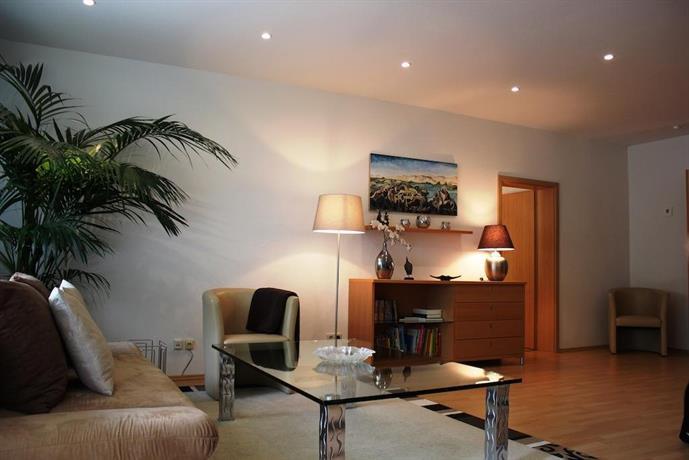 altstadthaus buddha erfurt confronta le offerte. Black Bedroom Furniture Sets. Home Design Ideas