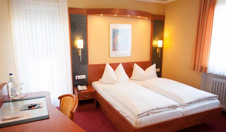 hotel restaurant zur post lohfelden offerte in corso. Black Bedroom Furniture Sets. Home Design Ideas
