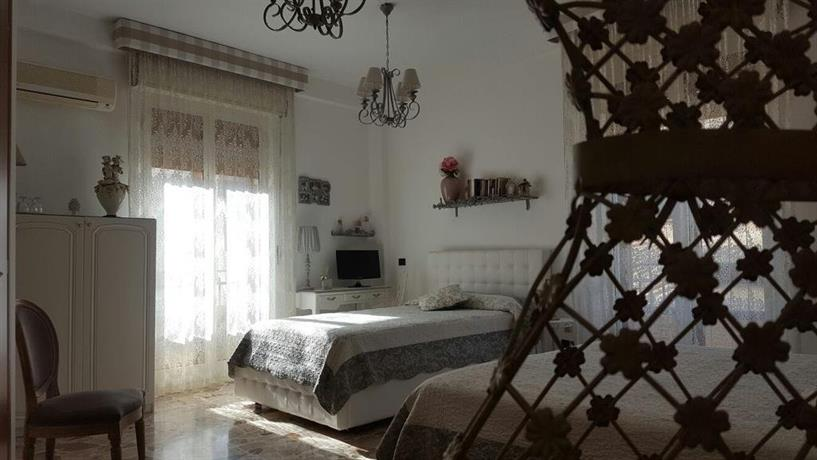 Il piccolo attico caltagirone comparez les offres for Il piccolo hotel progetta le planimetrie