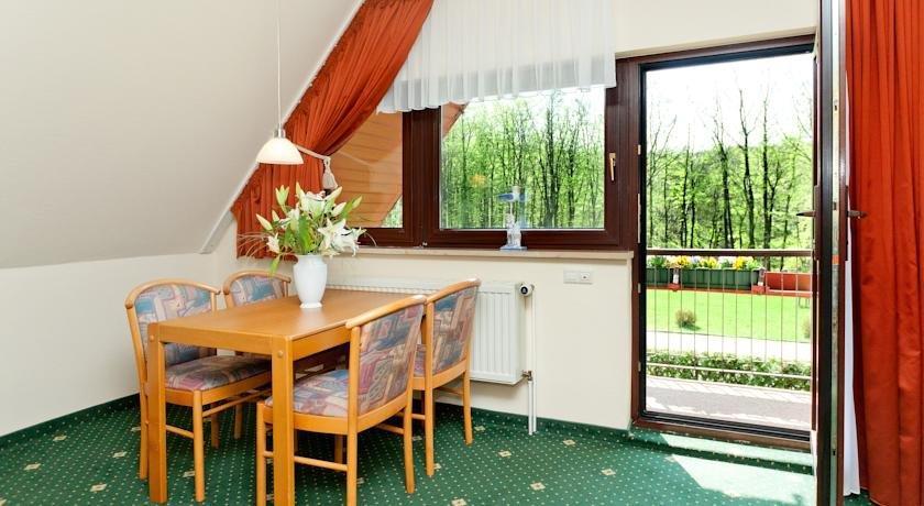 Hotel baumhaus hagen sassnitz comparer les offres for Comparer les hotels