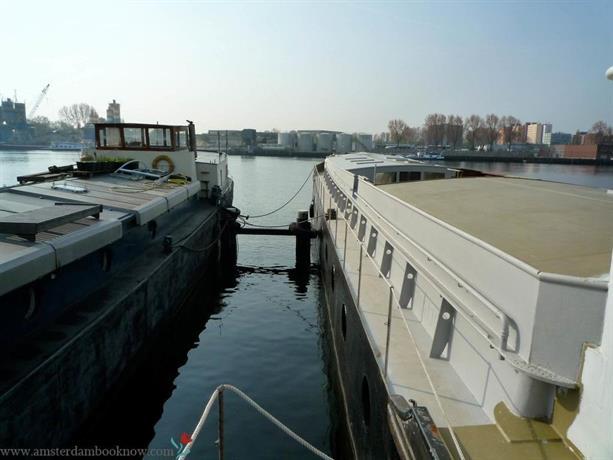 Borneokade Houseboat