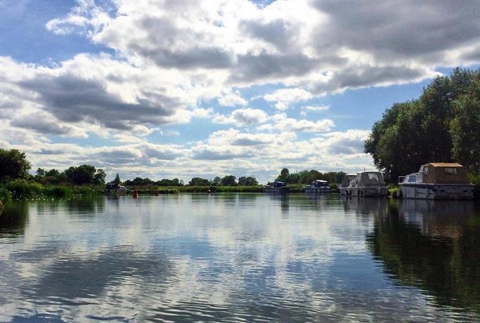 Oxford Riverside Glamping