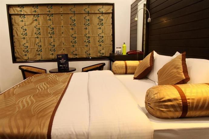 OYO Premium Kamla Nehru Road Allahabad