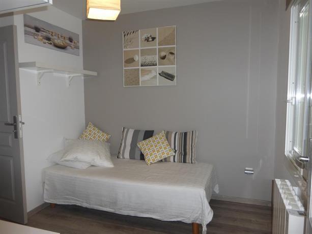 studios gare saint jean bordeaux compare deals. Black Bedroom Furniture Sets. Home Design Ideas