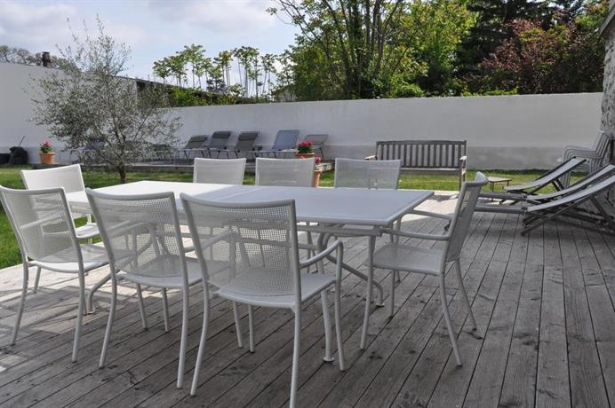 rez de jardin avec piscine romans sur isere compare deals. Black Bedroom Furniture Sets. Home Design Ideas