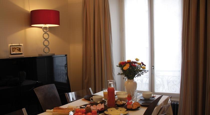 la maison de lea paris compare deals. Black Bedroom Furniture Sets. Home Design Ideas