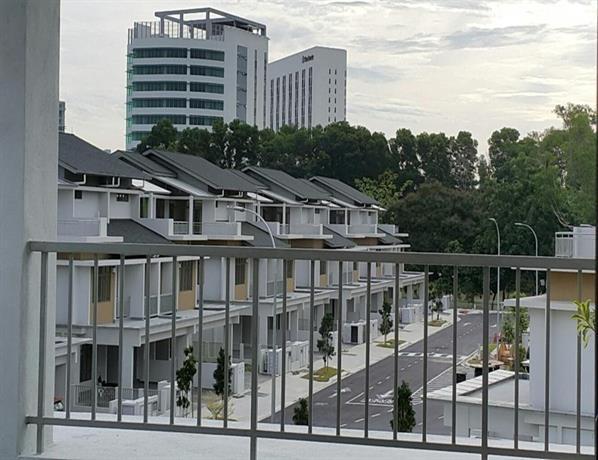 AMJ Putrajaya Homestay Lake View