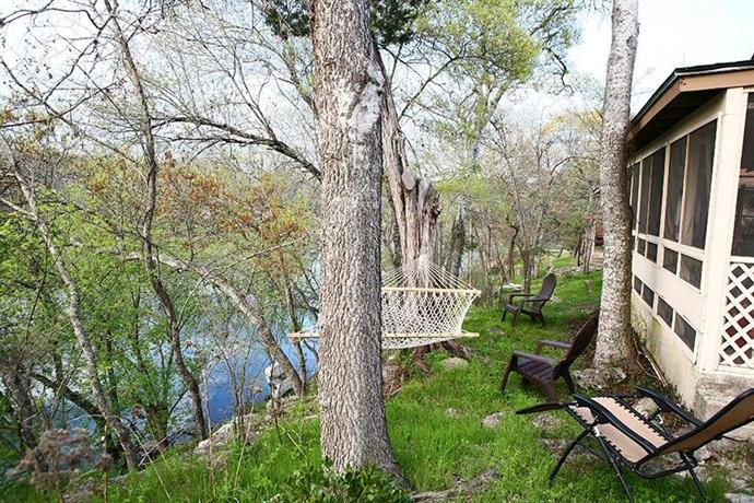 Creekside country cabin woodcreek confronta le offerte for Cabin cabin in wisconsin dells con piscina all aperto