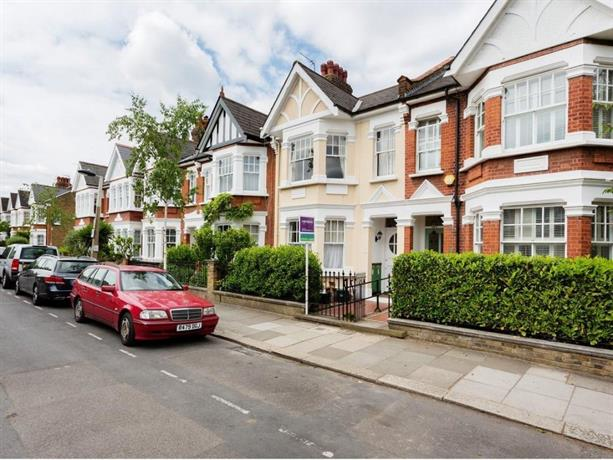 Five Bedroom Home on Ruskin Avenue Kew