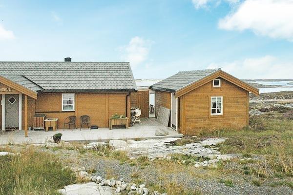 Three-Bedroom Holiday home in Dyrvik